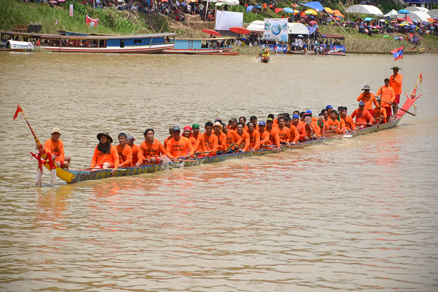 2015-09-14 Luang Prabang boat races by Ryan Crossett (27 of 46)