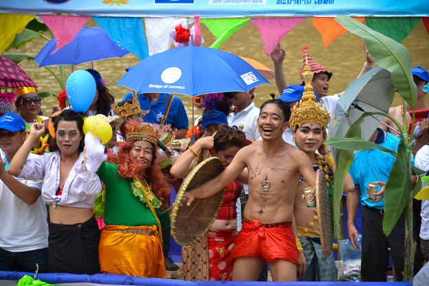 2015-09-14 Luang Prabang boat races by Ryan Crossett (28 of 46)