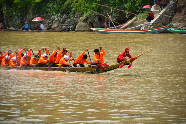 2015-09-14 Luang Prabang boat races by Ryan Crossett (31 of 46)