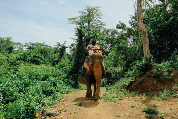 2015-09-21 elephant riding with kids in Luang Prabang by Melissa Crossett (1 of 25)