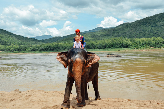 2015-09-21 elephant riding with kids in Luang Prabang by Melissa Crossett (21 of 25)