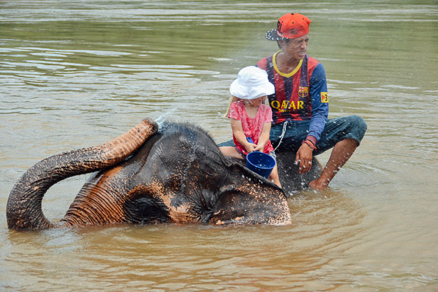 2015-09-21 elephant riding with kids in Luang Prabang by Melissa Crossett (23 of 25)