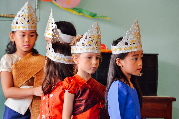 2015-10-21 kids Lao dance Luang Prabang by Melissa Crossett (2 of 17)