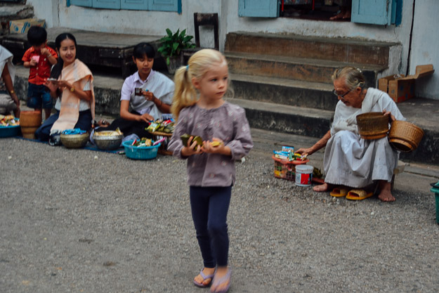 2015-11-22 alms giving luang prabang by Melissa Crossett (10 of 22)