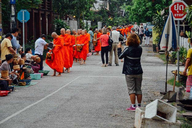2015-11-22 alms giving luang prabang by Melissa Crossett (14 of 22)