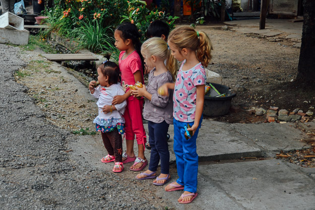 2015-11-22 alms giving luang prabang by Melissa Crossett (15 of 22)