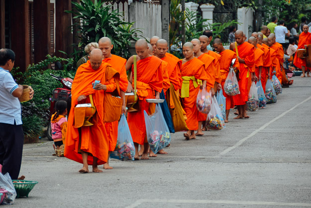 2015-11-22 alms giving luang prabang by Melissa Crossett (16 of 22)