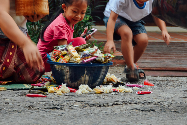 2015-11-22 alms giving luang prabang by Melissa Crossett (17 of 22)