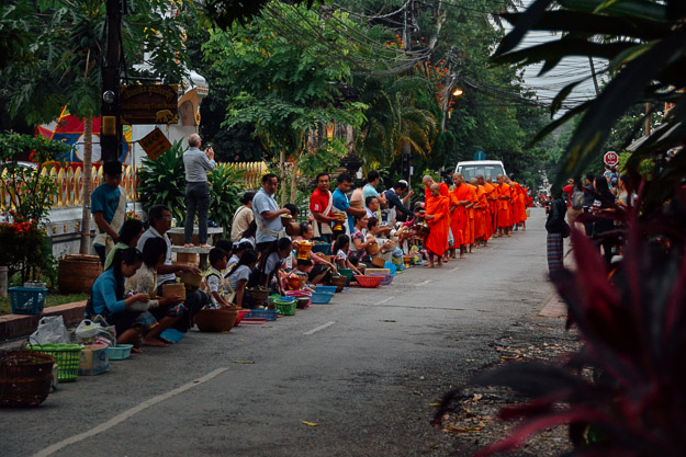 2015-11-22 alms giving luang prabang by Melissa Crossett (2 of 22)