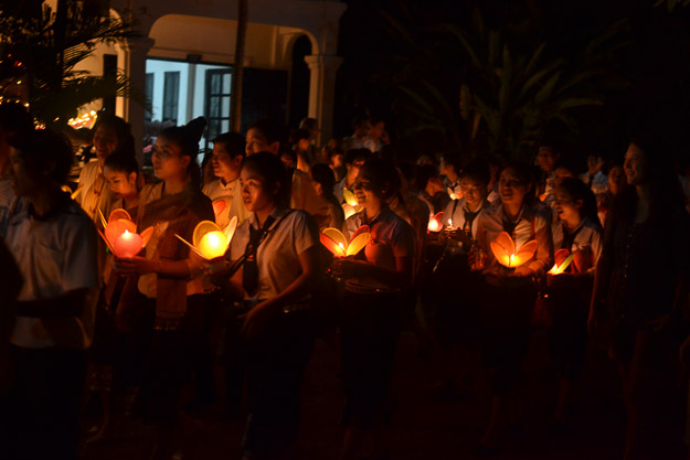 2015-12-10 festival of lights luang prabang by Melissa Crossett (15 of 23)