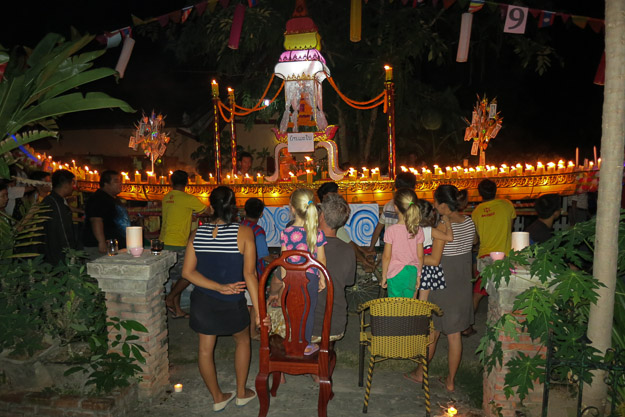 2015-12-10 festival of lights luang prabang by Melissa Crossett (3 of 4)